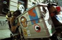 печать стикеров и наклеек. стикеры на туристическом мотоцикле